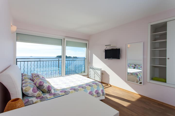 BLU Studio with Sea View 5