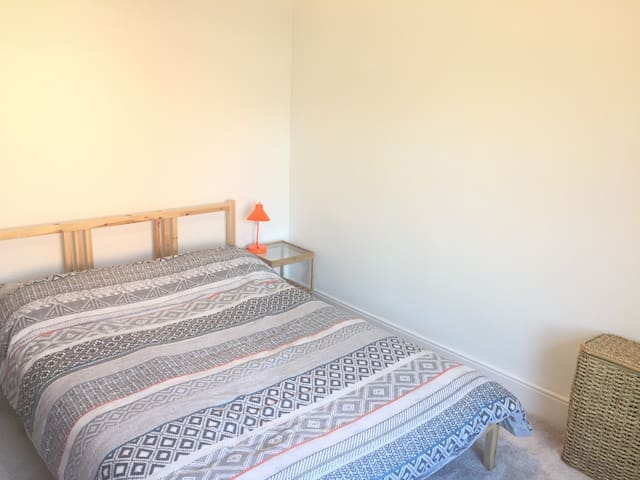 Clean Quiet Cozy Room In Central Kettering