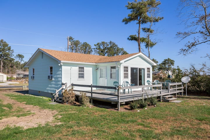 Island View - An incredibly Charming Waterfront Vacation Home on Chincoteague!