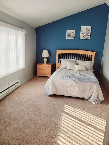2nd floor: Full Size bed