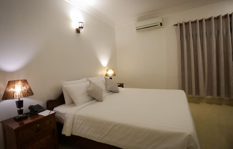Siem Reap Boutique Villa :Double Room + Pick up+BF