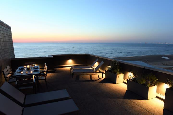 Duplex d'exception avec terrasse face à la mer