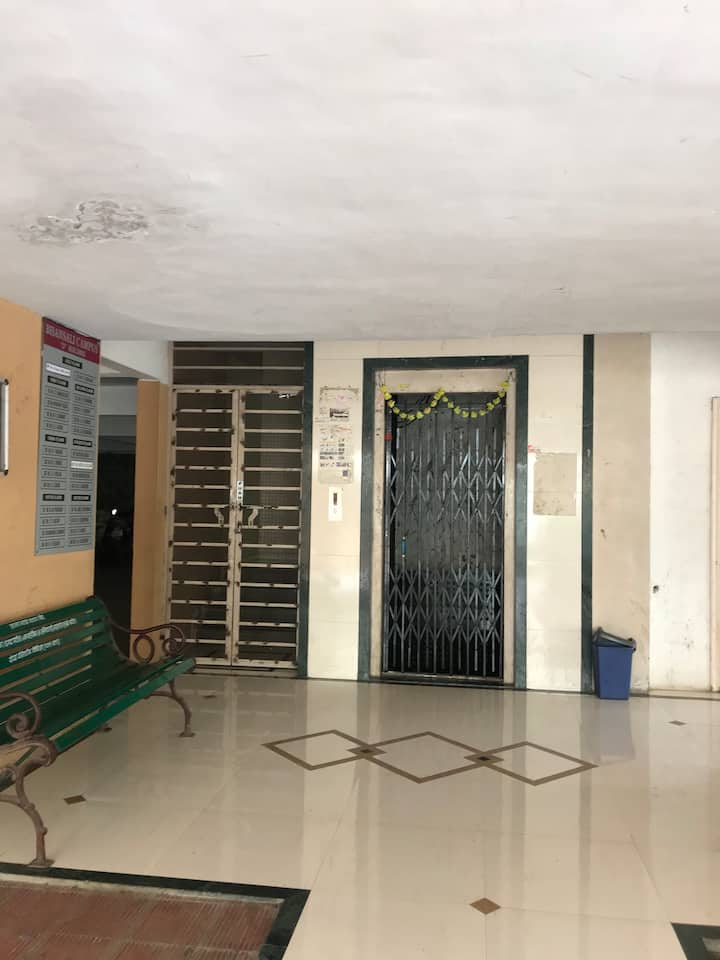 Pune Multi-unit building near sinhgad institute wadgaon. Cosy 2 bhk house at the foot if sinhgad institute. Good local transport.