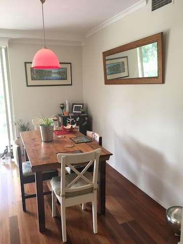 Light filled apartment close to Sydney - Balmain - Leilighet