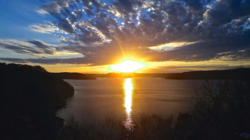 Sunset Cove on Beaver Lake - Eureka Springs