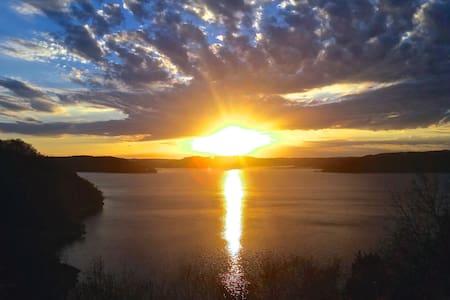 Sunset Cove on Beaver Lake - Eureka Springs