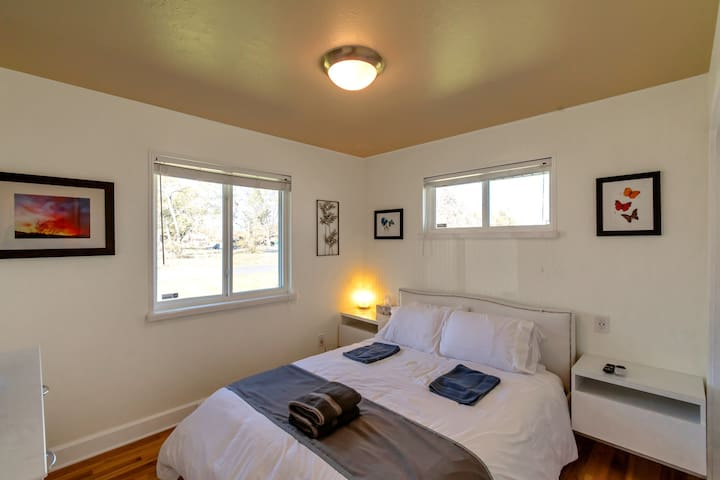 Front bedroom with queen size memory foam mattress. All linens are included as well as pillows, floor mats and towels. All linens are professionally laundered in between every guest.