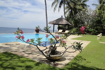 Beachfront pool villa north Bali - Kubutambahan - Vila
