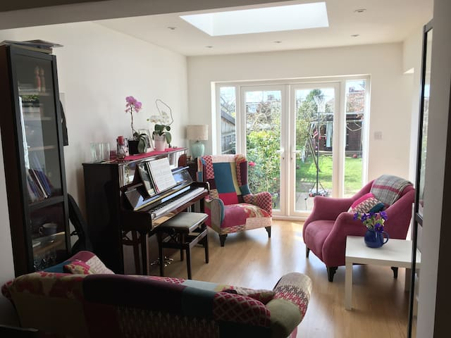 Large London 5 bedroom, 3 bathroom home & garden - Barnet - Hus