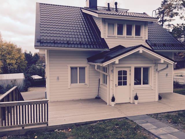 Kodikas omakotitalo /Cozy own house - Turku - Casa