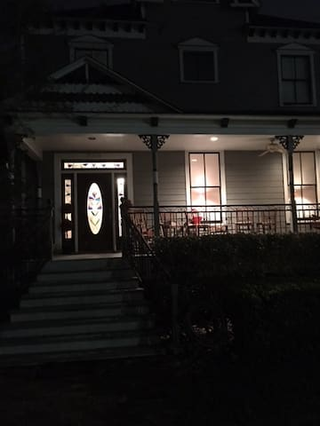 Beautiful centrally located Victorian Style House - Houston - House