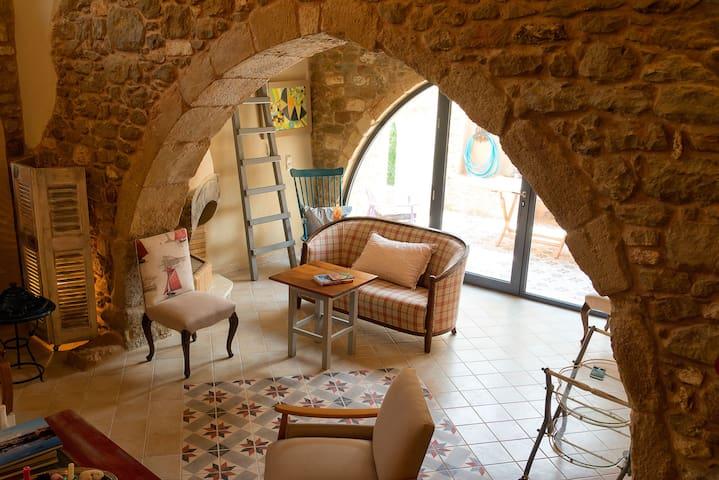 JOY - Cretan Rural Villa with Vintage Charm