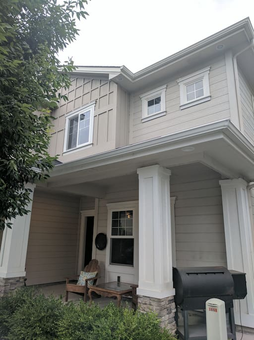 Front of townhouse (two stories)