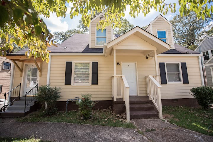 Home 10mins from DOWNTOWN /Airport  4 BEDS APT A