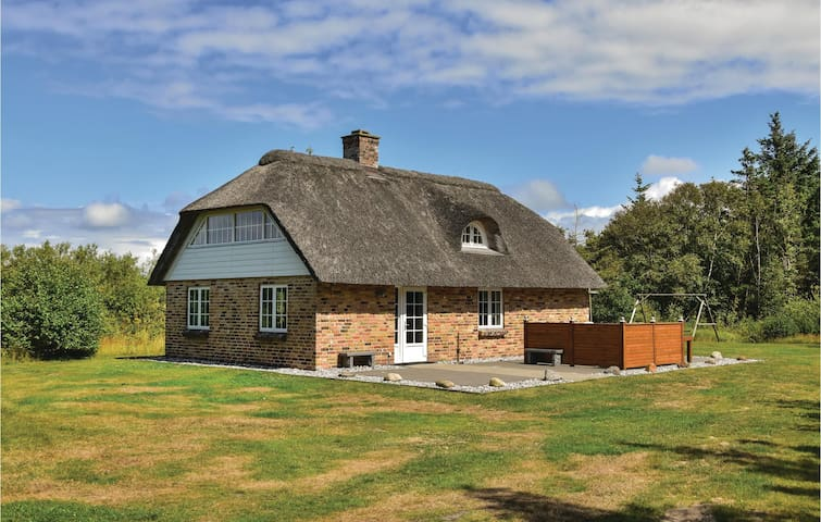 Holiday cottage with 3 bedrooms on 109 m² in Ulfborg