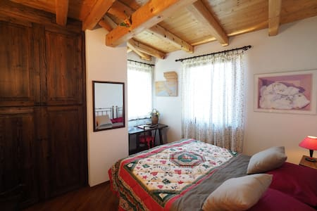 Camera delle Erbe e camino :) - Premione - Bed & Breakfast