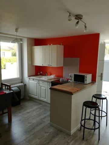 Petite maison  chez propriétaire 10 mn de Vichy - Vendat - Casa
