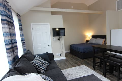 Maddie's Place - Deluxe Guest Suite