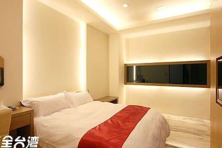 阿里山布魯森-甜蜜2人房。享受舒適的床及寧靜的空間 - Fanlu Township