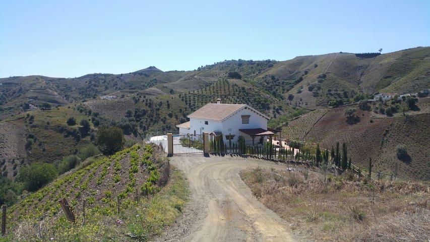 Bonita casa en plena naturaleza y cerca del mar - Almáchar - Casa