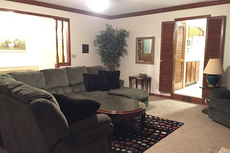 Comfy Home in nice area 14 miles from downtown