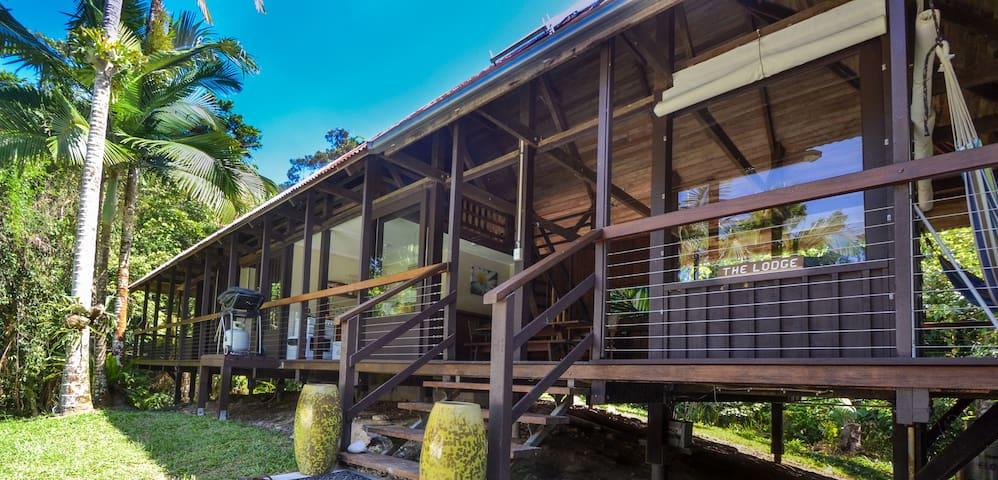 Noah Creek Eco-Hut: The Lodge