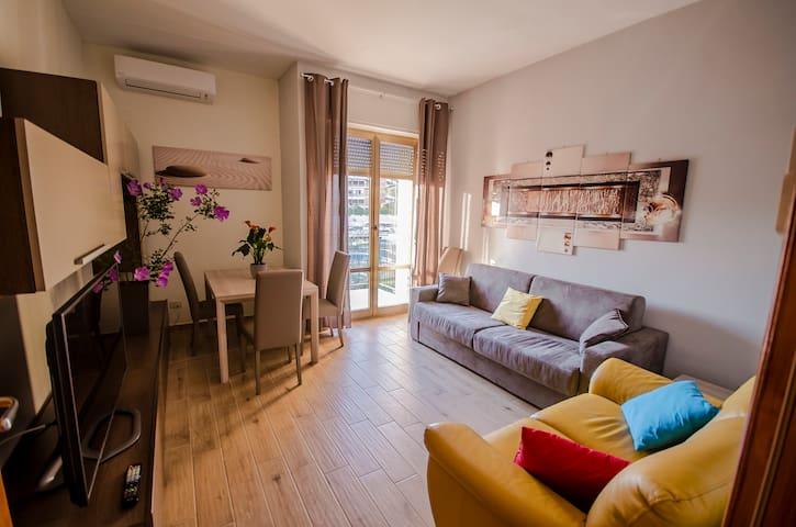 LONGINVM DOMUS ROMANVM - Roma - House