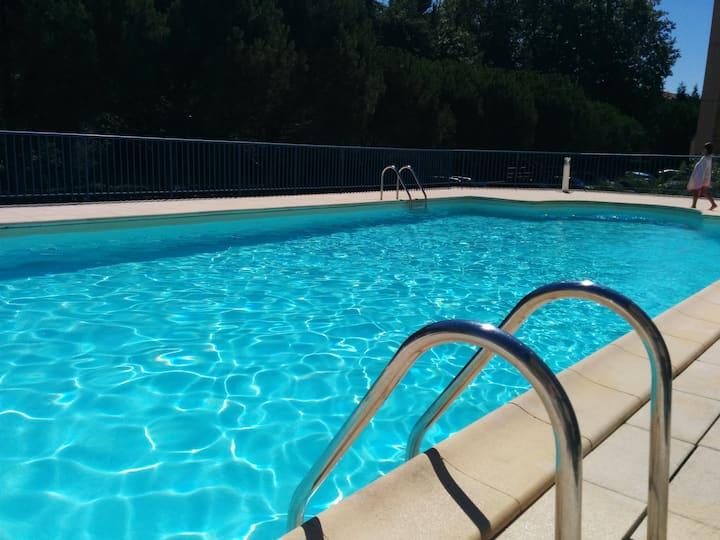 Agréable studio avec piscine