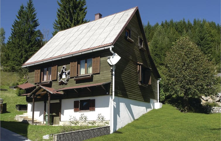 Holiday cottage with 3 bedrooms on 111 m² in Crni Lug