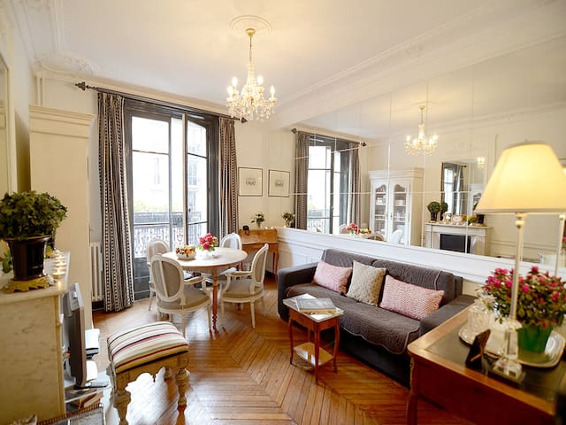 2 Bedroom Parisian Apartment Close to Eiffel Tower