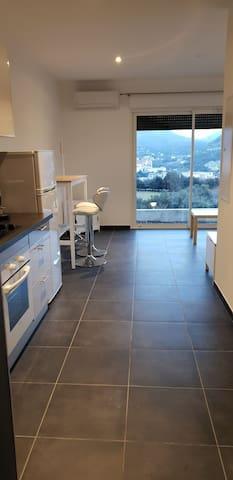 Appartement tout confort calme avec terrasse A2