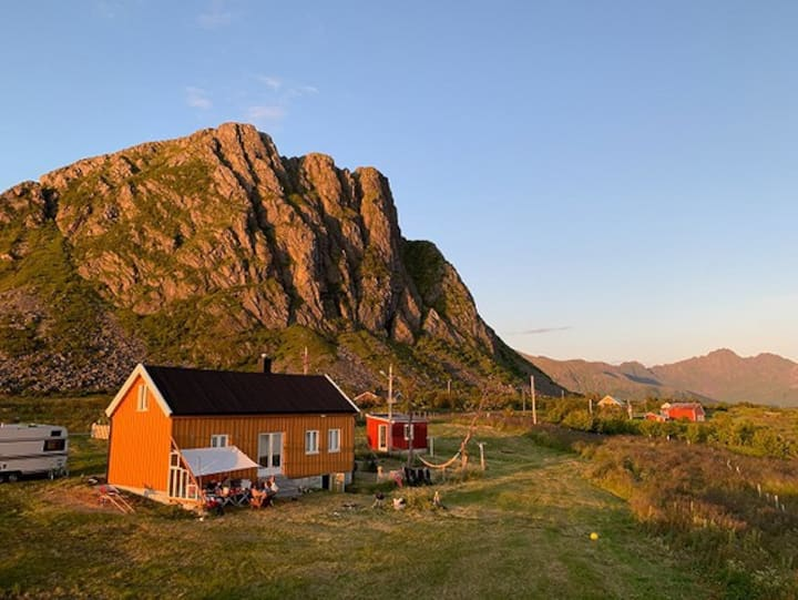 Authetic Lofoten property in spectacular landscape