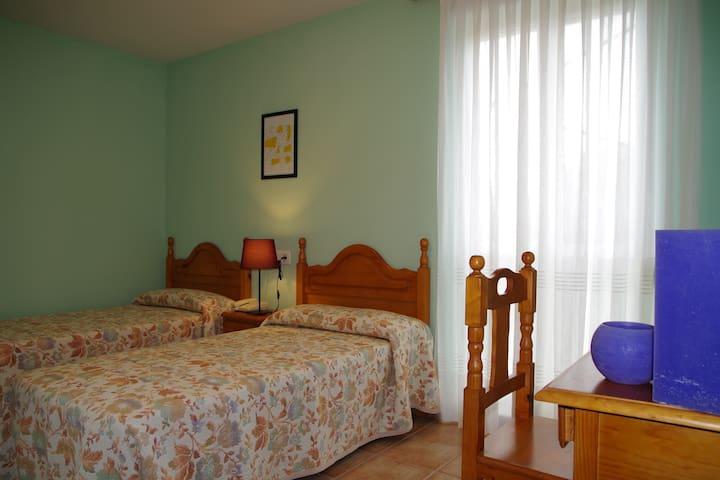 Hotel en entorno rural - A 5 min.  de playa - H101