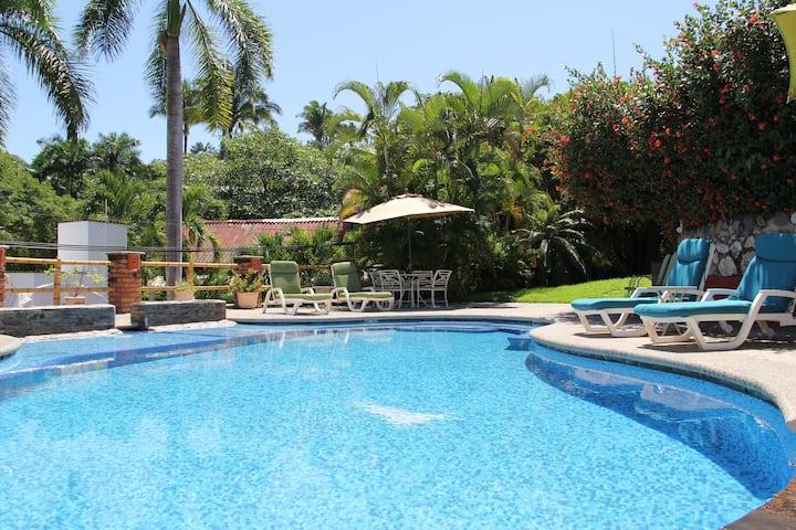 ♥ Oceanview + Queen Suite + WiFi + Two Pools ♥