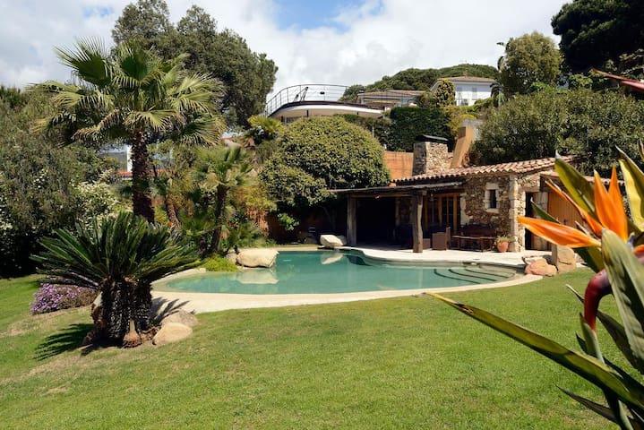 Spectacular villa, Barcelona coast - Canet de Mar - House