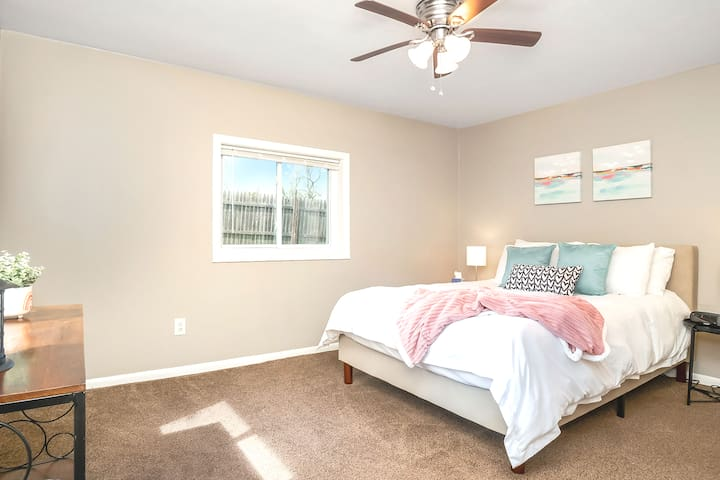 Comfortable bedroom with queen bed and bright ambiance!