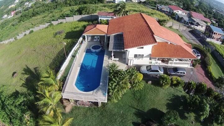 Coolo Breezo Villa