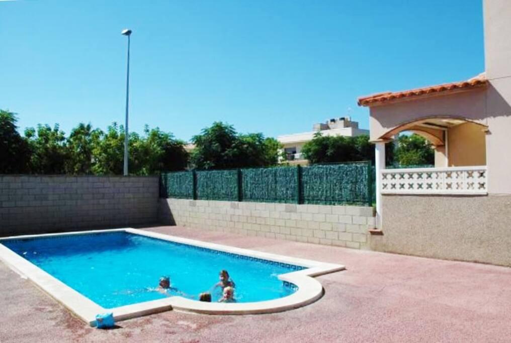 On a mentioné que la piscine est super pour les enfants?