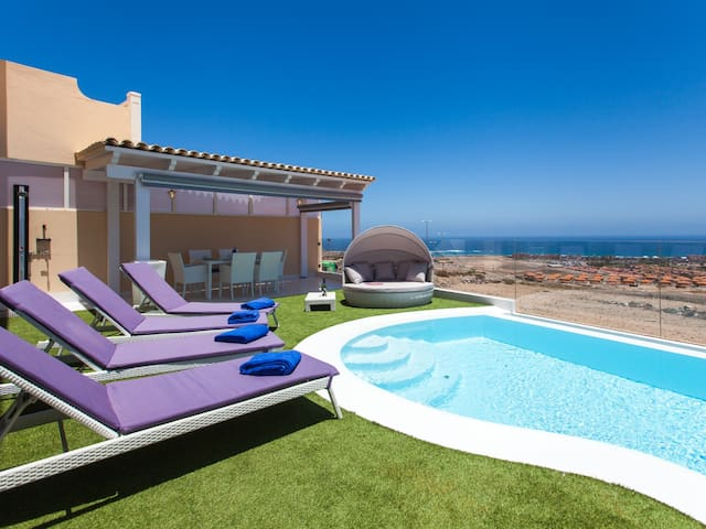 Luxury villa with superb views and private infinity pool