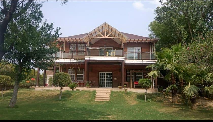 Dhingra Farms - 5 Bhk Villa