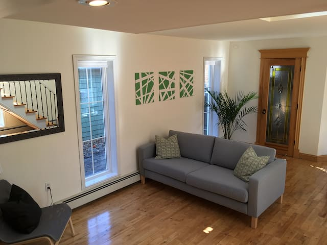 ★Bright Trendy Heritage Haven★ Steps to Downtown - Charlottetown - House