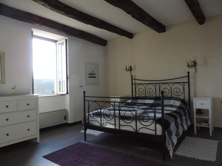 Splendid view and very spacious double bedroom with kingsize bed