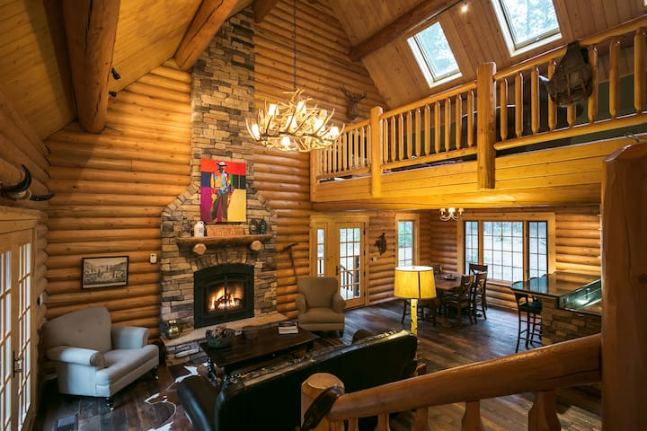 5-Star, Luxury Log Cabin Getaway - Volcano - Cottage