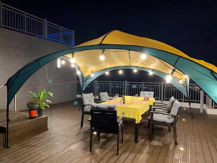 Rooftop Penthouse에서 바베큐 즐기면서 특별한 추억 만들어요.