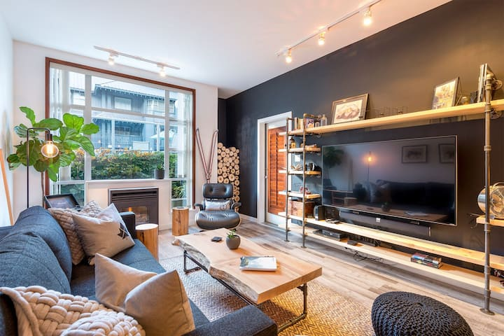 Whistler Modern, Ski In/Out, Hot Tub & Heated Pool
