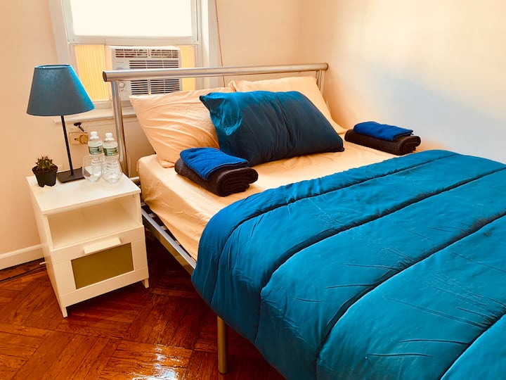 2.Very sweet Cozzy room only 15 mnts to Manhattan