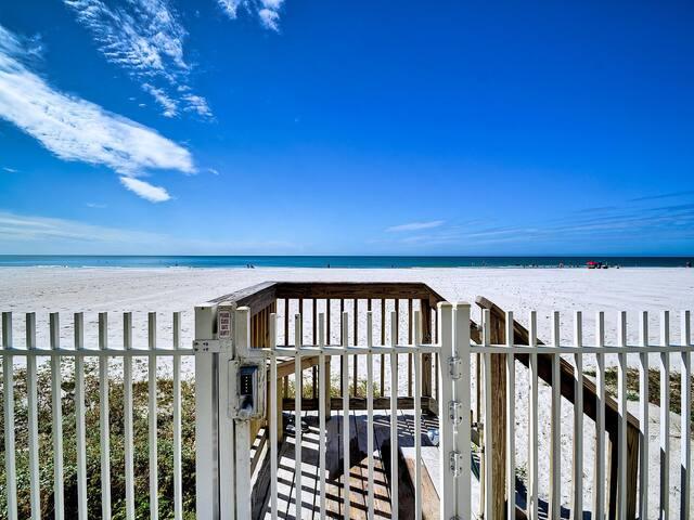 Sunset Villa 104 Beachfront Townhouse 23066