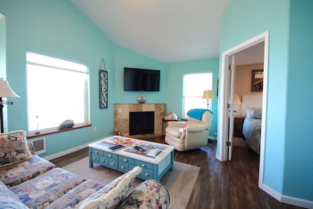 The Lookout -Upstairs 2 bedroom,fireplace, balcony - Lincoln City