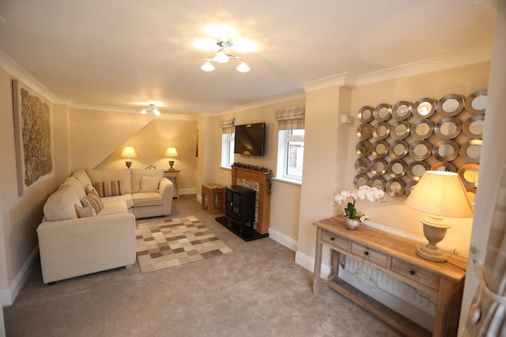 Newly Renovated 2 Bed Rustic House Nr Chester Zoo