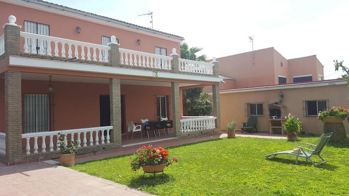 Villa proxima playa con wifi y aire acondicionado